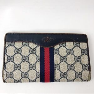 dd2128c5a32 Women s Vintage Gucci Navy Wallet on Poshmark